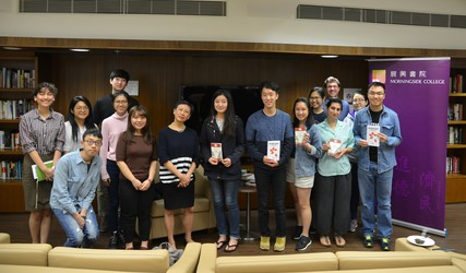 Xu Xi poses with the attendees of the event